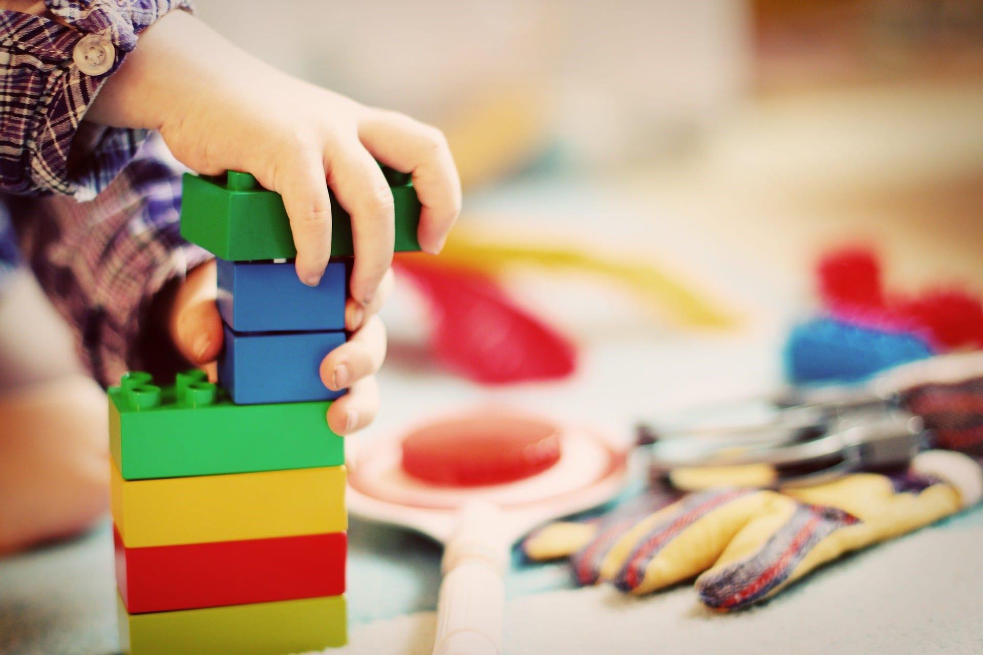 Como divertir seu filho em apartamento pequeno